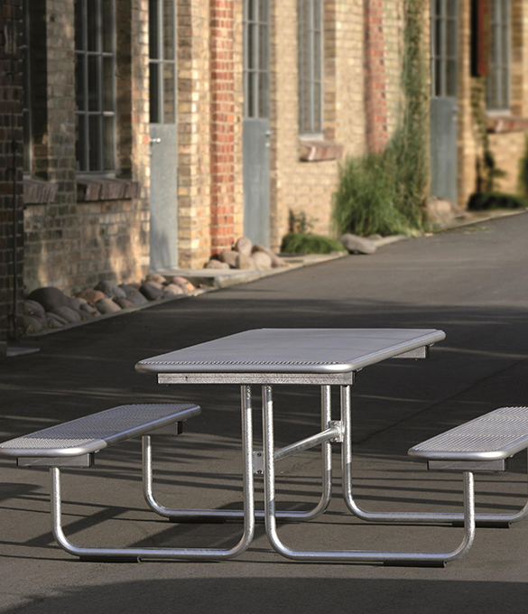 parador, metal picnic table in front of building
