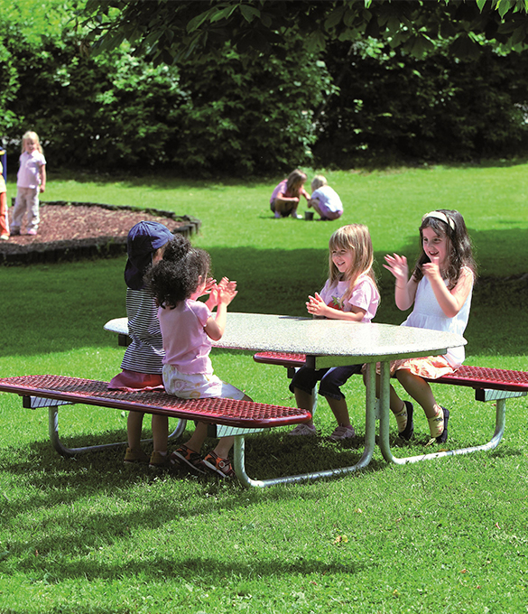 bambino, children sitting on metal picnic bench